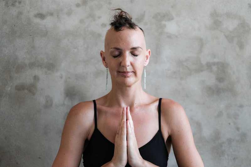 Lady-Alopecia-Meditating